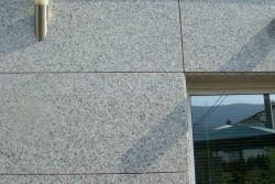 """prezračevalna fasada granit """"bianco sardo"""""""