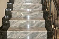 "stopnice granit ""emerald pearl / juparana"""